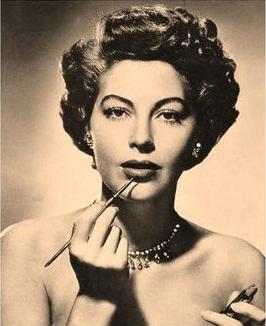 Makeup Trends 1940s Pout Perfection - 1940-makeup