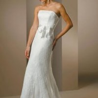 TIPS FOR PETITE BRIDES TO BE: Dresses And Makeup
