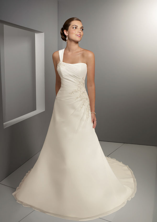 Best wedding dress styles for petite brides for Petite wedding dress designers