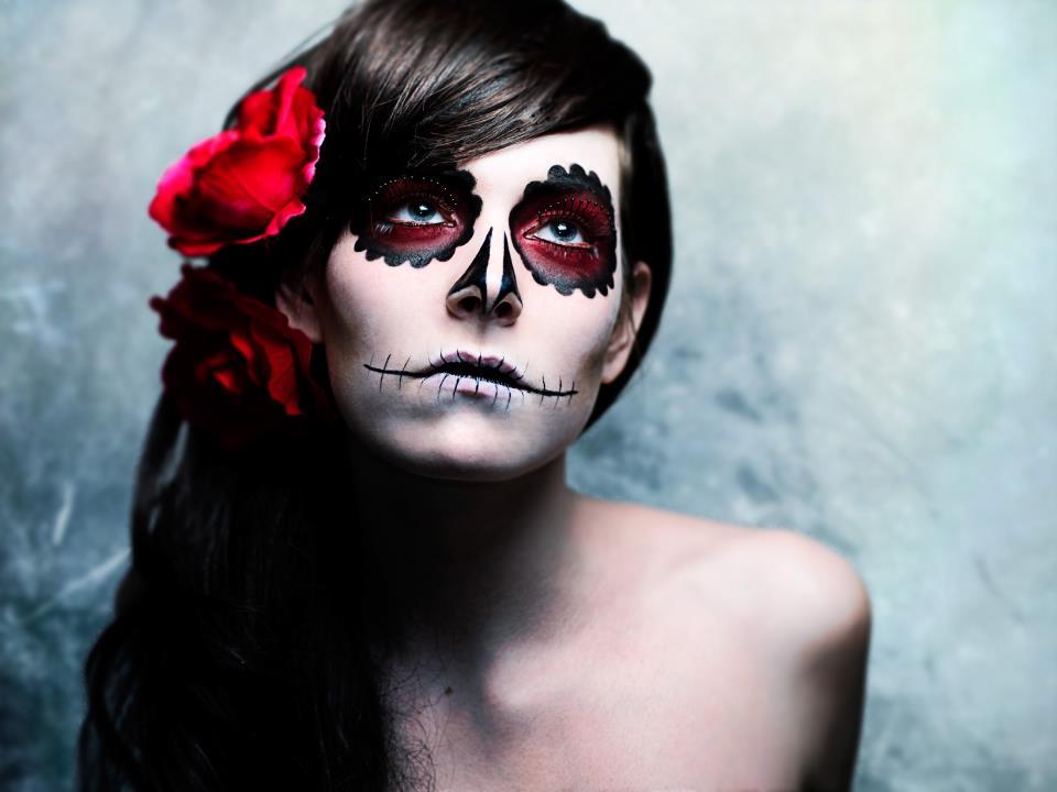 Los Muertos Makeup Pout Perfection