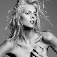 Model Alert : Anja Rubik