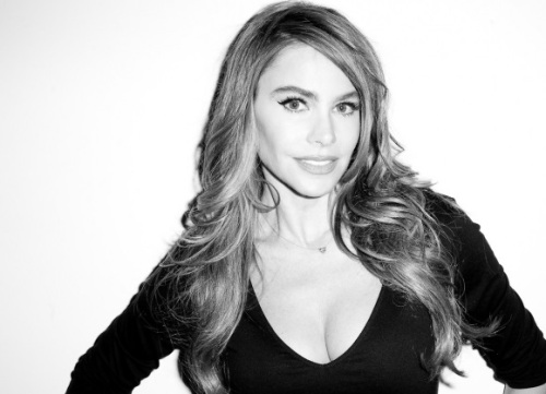 sofia-vergara-terry-richardson-harpers-071713-3-580x435