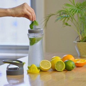 full-circle-wherever-lemon-water-on-go-glass-bottle-4